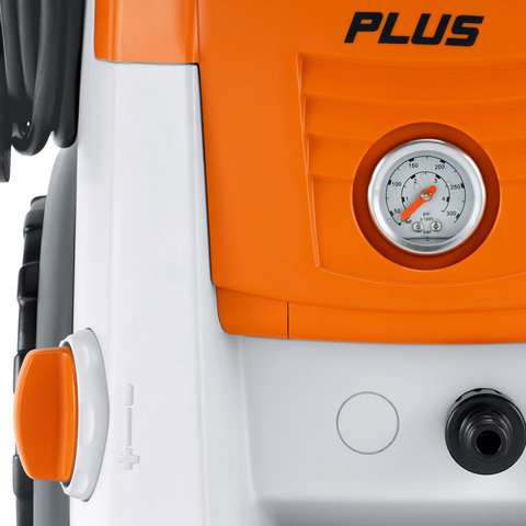 Manometer und Druck-/Mengenregulierung am Gerät